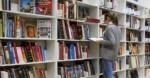 図書館でデザイン書を借りれる